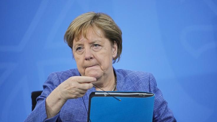 Angela Merkel patzte bei der Ankunft in Cornwall. (Foto)