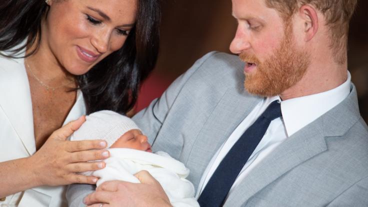 Baby Archie Harrison Mountbatten Windsor wird am 6. Juli 2019 getauft. (Foto)