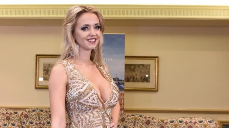 blondine strippt sehr gerne