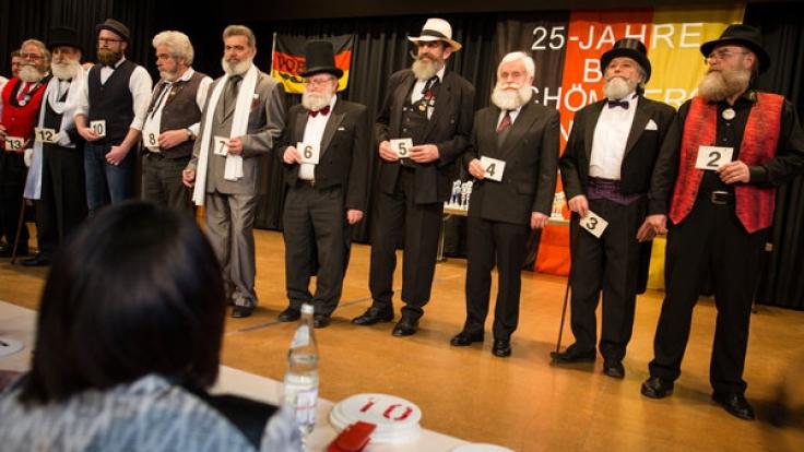 Bärte, überall nur Bärte! Teilnehmer der Internationalen Deutschen Meisterschaften der Bartträger präsentieren den Jurymitgliedern und Zuschauern ihre Bärte.