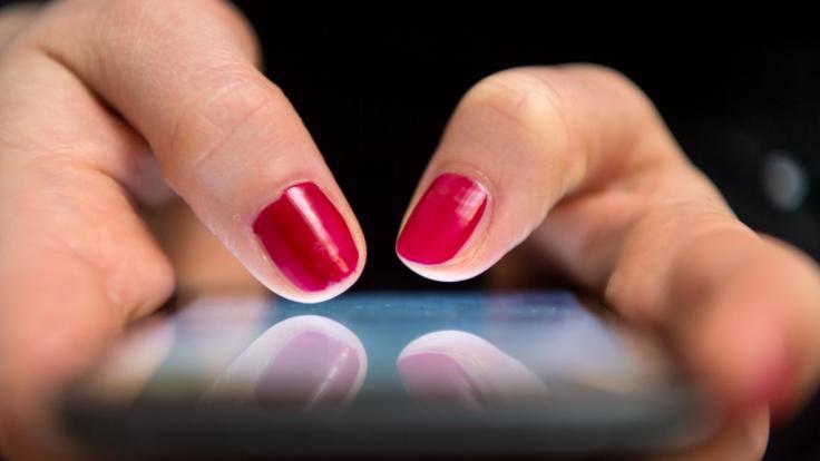 Mit einigen Tricks bleibt Ihr Handy Akku länger voll.