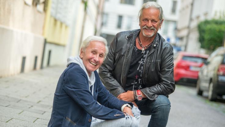 Thomas Spitzer (r.) mit MusikerkollegeKlaus Eberhartinger (l.) spricht in der Band-Biografie über seine Drogenvergangenheit. (Foto)