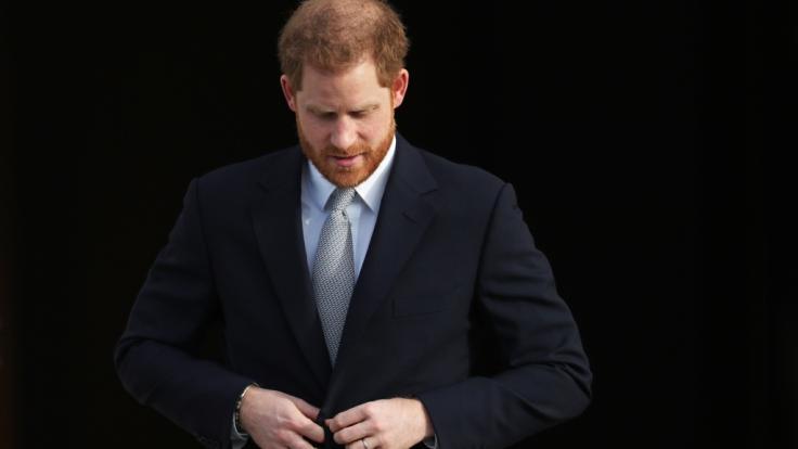 Prinz Harry ist in einem US-Podcast hart mit der britischen Königsfamilie ins Gericht gegangen. (Foto)