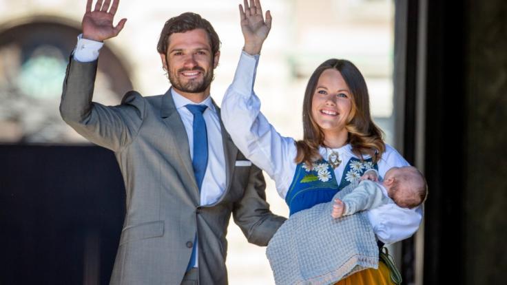 Prinz Carl Philip und Prinzessin Sofia von Schweden strahlt das Babyglück aus allen Poren.
