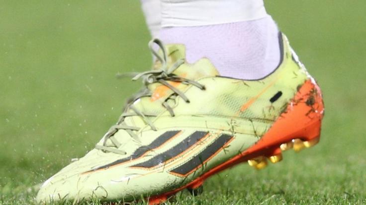 Der Schuh des Anstoßes: Bastian Schweinsteiger Arbeitsgerät. (Foto)