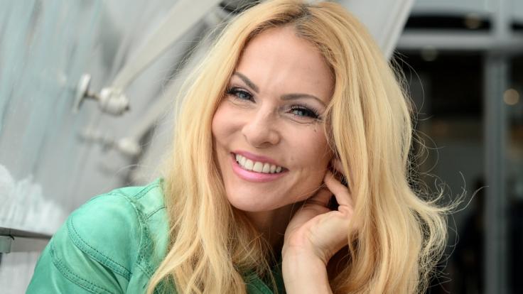 Wenn Sonya Kraus von der Müdigkeit übermannt wird, geraten die Fans der TV-Blondine umgehend ins Schwärmen. (Foto)