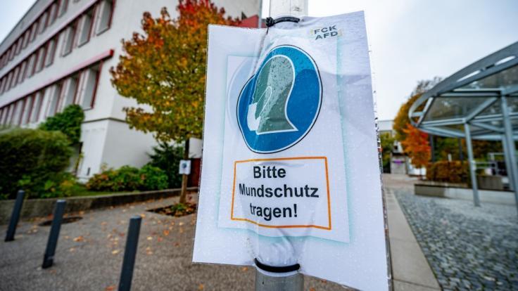 Maskenpflicht allein reicht nicht: Deutschland stemmt sich mit dem am 02.11.2020 beginnenden November-Lockdown gegen die Corona-Pandemie. (Foto)