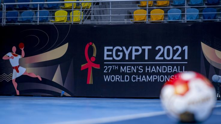 Die Handball-Weltmeisterschaft 2021 in Ägypten muss zwar ohne Publikum stattfinden, doch Handball-Fans können alle Deutschland-Spiele in TV und Live-Stream miterleben. (Foto)