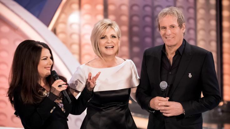 """Marianne Rosenberg, die Moderatorin Carmen Nebel und der Sänger Michael Bolton während der Aufzeichnung der TV-Show """"Willkommen bei Carmen Nebel"""" im Jahr 2017. (Foto)"""