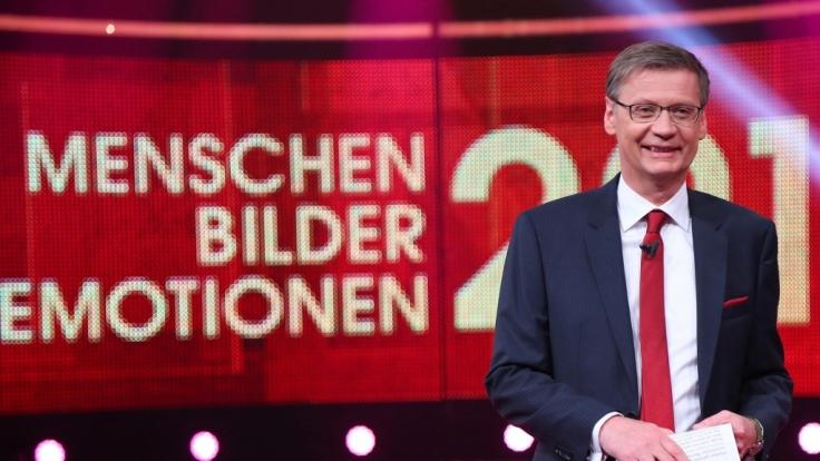 Günther Jauch blickt in