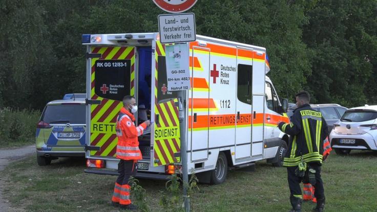 Nach dem tödlichen Badeunfall am Rhein im hessischen Trebur (Kreis Groß-Gerau) hat die Polizei die Ermittlungen aufgenommen.