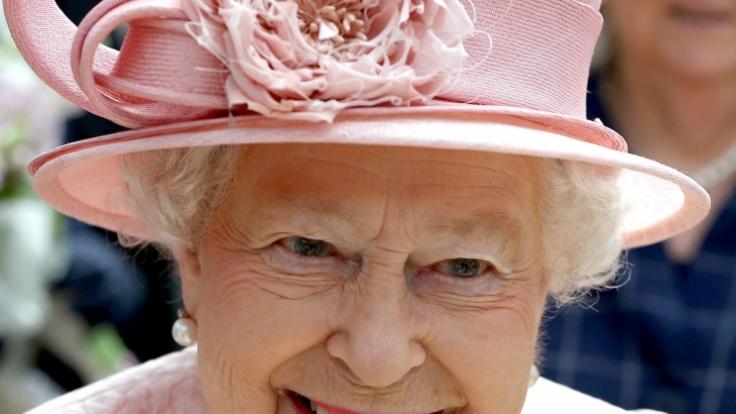 Queen Elizabeth II sucht neues Personal.