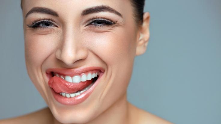 Strahlend weiße Zähne sind Teil des Schönheits-Ideals. (Foto)