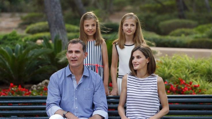 König Felipe, Königin Letizia, Infantin Sofía (l.) und Kronprinzessin Leonor (r.).