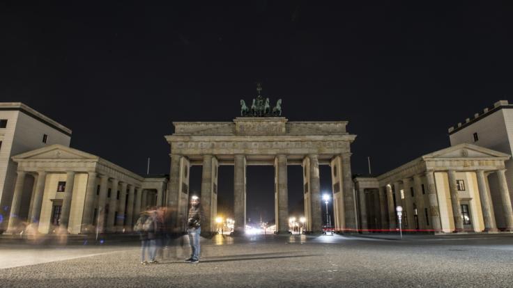 """Auch das Brandenburger Tor wird zur """"Earth Hour"""" 2019 wieder eine Stunde unbeleuchtet bleiben. (Foto)"""