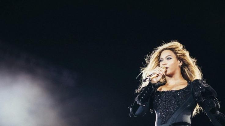 Beyonce crashte in Italien eine Hochzeit - im Bikini.
