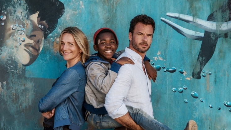 Lara (Tanja Wedhorn), Keagan (Likho Mango, M.) und Richard (Stephan Luca, r.).