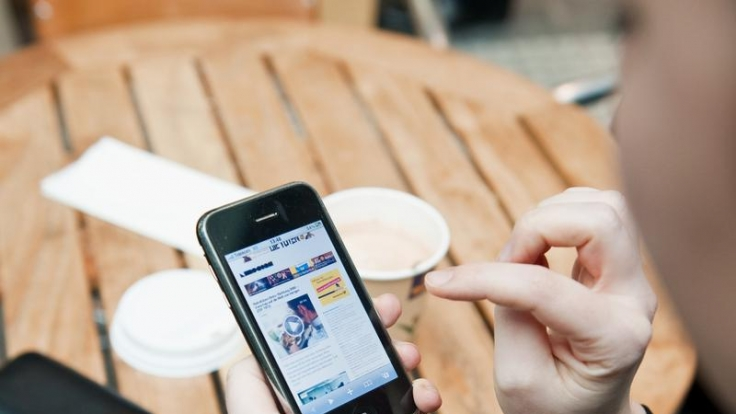 Per Smartphone-App wird das Einchecken am Flieger einfacher. (Foto)