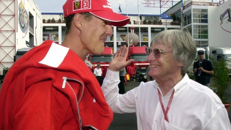 Ex-Formel-1-Boss Ecclestone (r.) hat sich über Michael Schumacher geäußert.
