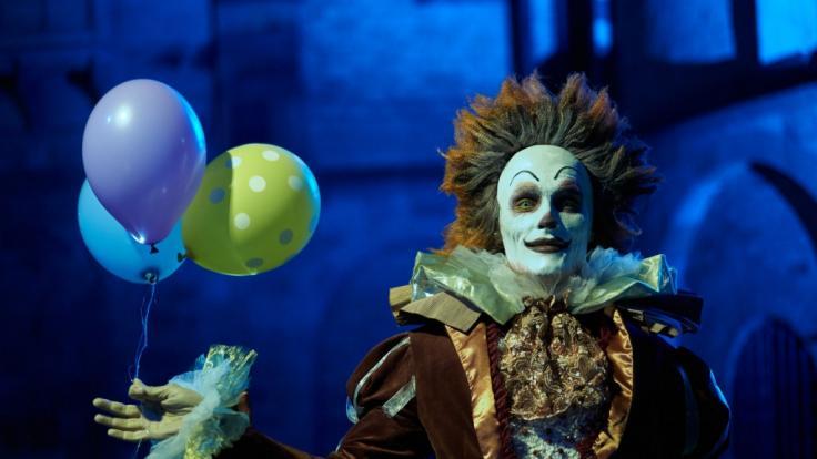 Als Clown getarnt jagt der Mörder in