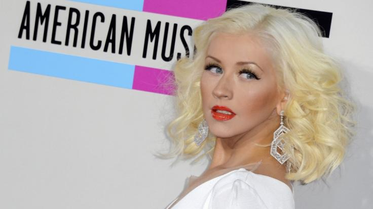 Christina Aguilera lässt im Netz die Hüllen fallen.