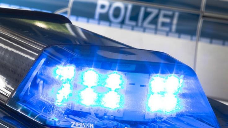 Auf der A544 bei Würselen in NRW hat sich eine Rentnerin von einer Autobahnbrücke gestürzt und einen Autofahrer dabei mit in den Tod gerissen.