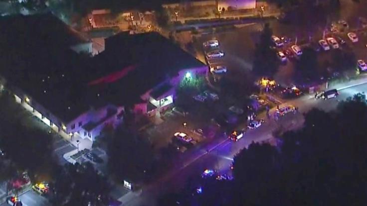 Eine Luftaufnahme der kalifornischen Bar, in der 13 Menschen erschossen wurden.