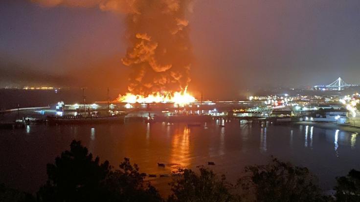 Das historische Pier 45 in San Francisco ist einem Großbrand zum Opfer gefallen. (Foto)