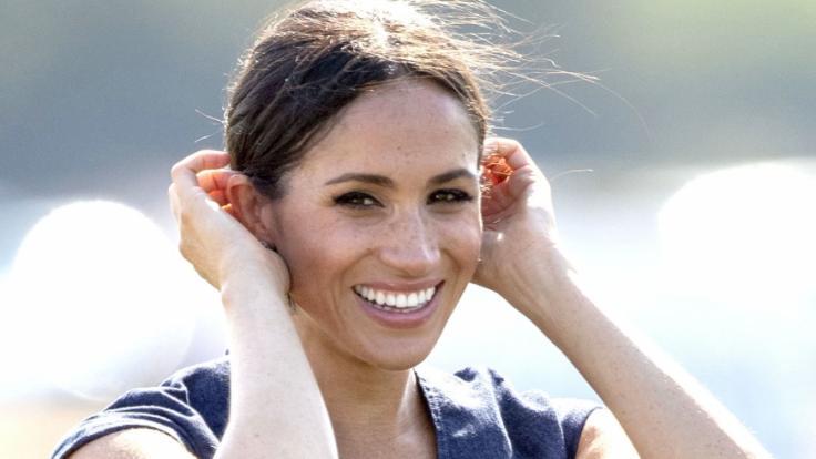 Muss Meghan Markle als Herzogin von Sussex wirklich Hundekot auf der Straße aufheben?