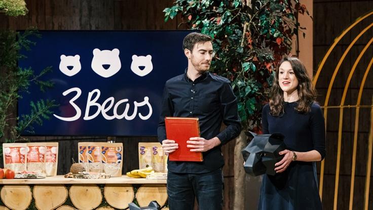 """Bei """"Die Höhle der Löwen"""" stellten Tim Nichols (l.) und Caroline Steingruber ihr Produkt """"3 Bears"""" vor. (Foto)"""