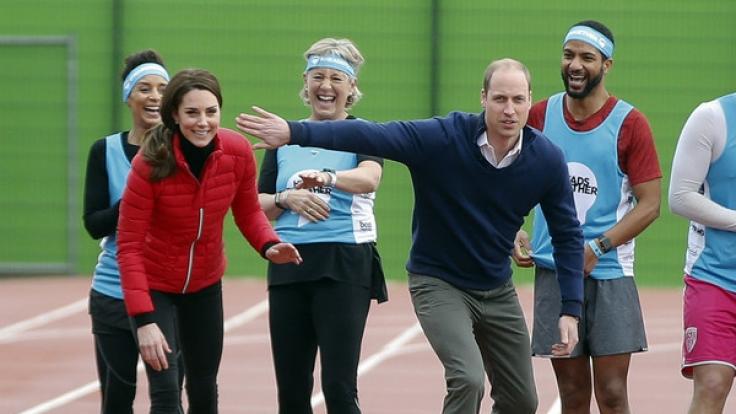 Herzogin Kate zeigte sich beim Sprintwettkampf mit ihrem Ehemann Prinz William ungewohnt sportlich - knackige Muskeln inklusive. (Foto)
