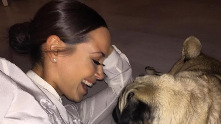 Mandy Capristo und ihr Hund Don Capone.