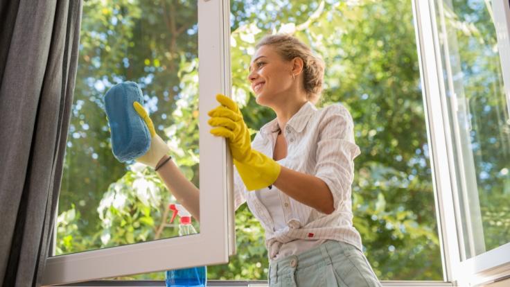 Wenn der Frühjahrsputz tödlich endet: Eine junge Frau aus Russland ist beim Fensterputzen tödlich verunglückt (Symbolbild). (Foto)
