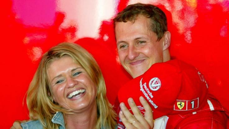 Michael Schumacher und seine Corinna im Jahr 2002. (Foto)