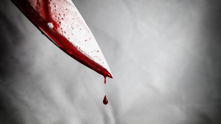 Weil er sie auf die geltende Maskenpflicht aufmerksam machte, wurde ein Verkäufer in Chicago von zwei Schwestern mit einem Messer schwer verletzt (Symbolbild). (Foto)