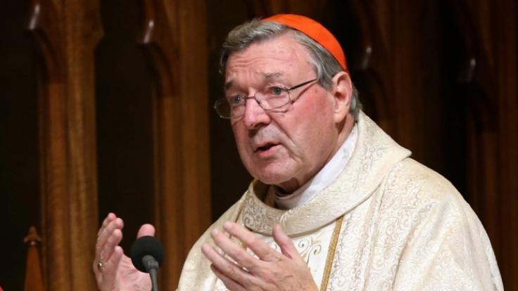 Ein australisches Gericht hat Kardinal George Pell für schuldig befunden, in den 90er Jahren zwei Chorknaben sexuell missbraucht zu haben.
