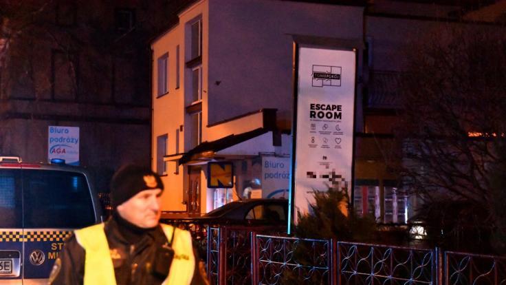 Geburtstags-Drama in Polen: Feuer tötet fünf Frauen in Escape Room.