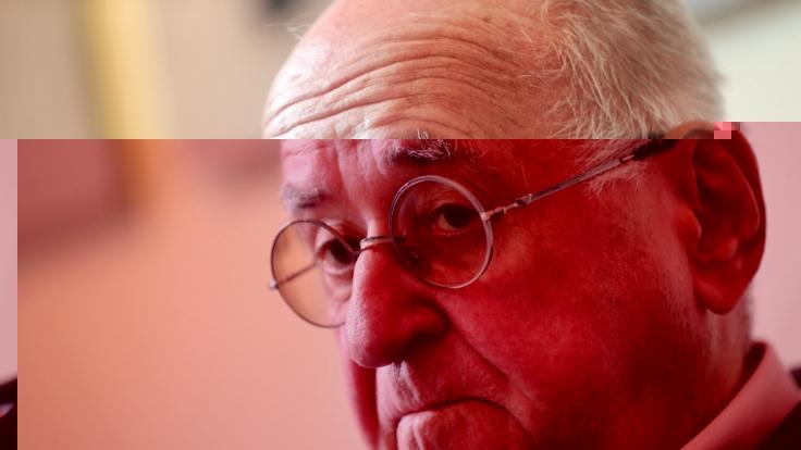Alfred Biolek trauert um seinen verstorbenen Adoptivsohn Keith. (Foto)