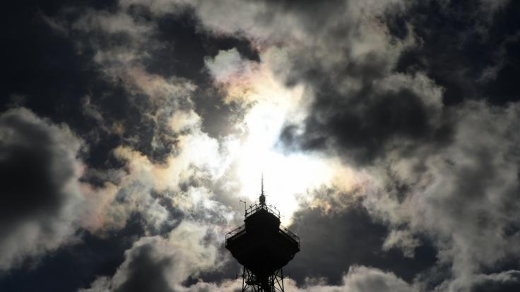 Erst Sonnenschein, dann dunkle Wolken (Foto)