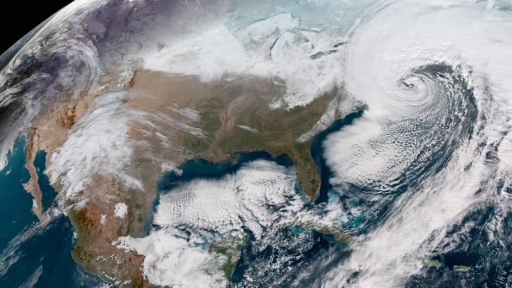 An der Ost-Küste der USA tobt ein eiskalter Sturm.