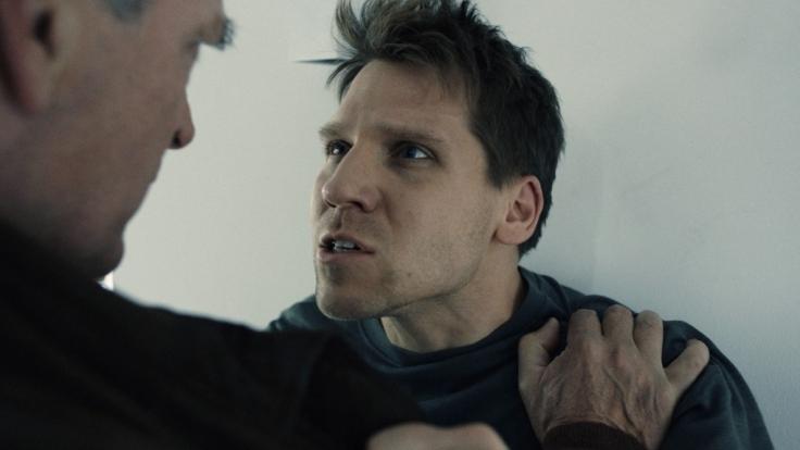 Thomas (Hanno Koffler, re.) streitet alles ab. Kann ihm sein Vater (Herbert Knaup) glauben? (Foto)