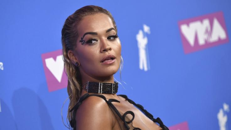 Rita Ora auf dem Roten Teppich derMTV Video Music Awards 2018.