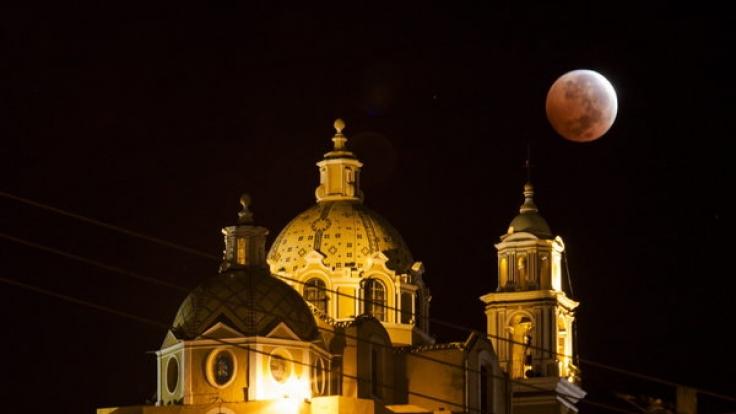 Auch über Mexiko erstrahlte der Mond in mystischem Rot. (Foto)