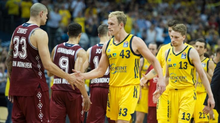 Alba Berlin zwingt den FC Bayern im Finale um die deutsche Basketball-Meisterschaft in Spiel fünf. (Foto)