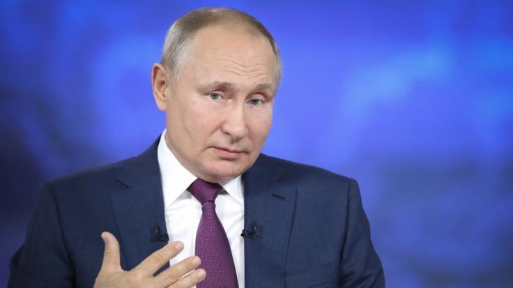 Wladimir Putin sprach im russischen Staatsfernsehen über seine Impfung - und stichelte gegen den Westen. (Foto)