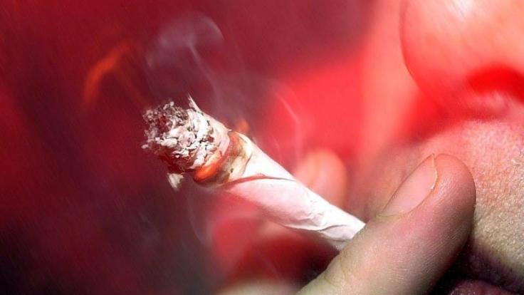 Schwerkranke können Cannabis nun auf Rezeot erhalten. (Foto)