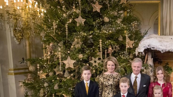 Das belgische Königspaar Philippe und Mathilde feiert Weihnachten mit den gemeinsamen Kindern Prinzessin Elisabeth, Prinz Gabriel, Prinz Emmanuel und Prinzessin Eleonore.