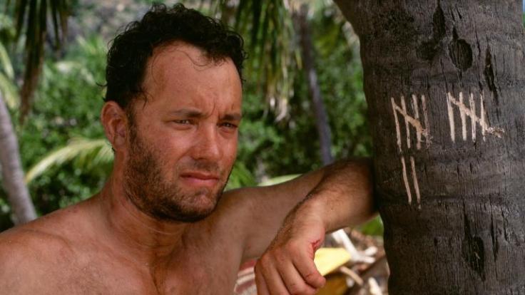 Für den geselligen, hektischen Großstadtmenschen Chuck Noland (Tom Hanks), der anfangs noch auf baldige Rettung hofft, wird die Auseinandersetzung mit sich selbst und der Natur zu einer echten Herausforderung ... (Foto)