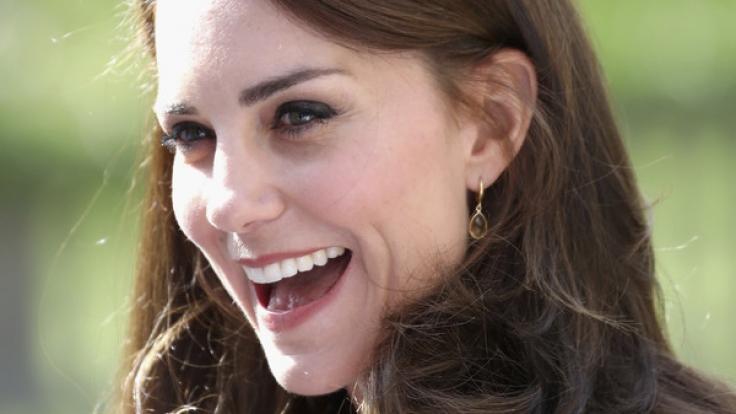 Wer hätte das gedacht? Sogar eine Kate Middleton isst schon mal etwas vom Boden.