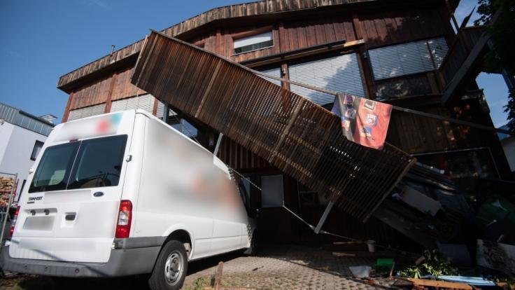 Beim Einsturz eines Balkons in Stuttgart wurden mehrere Menschen verletzt.